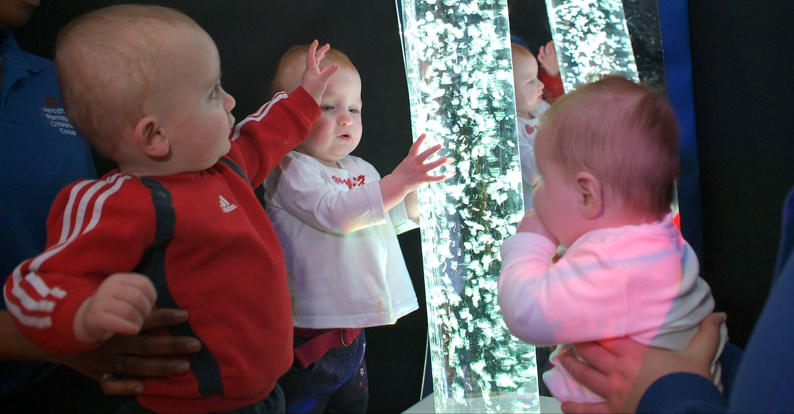 baby admiring the bubble tube inside the phyzzpod